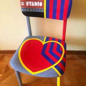 40° 38' 3″ N, 15° 48' 15″ E. Acrilico su sedia di legno. Sedia di arredo e utlizzabile. 2020. (1)