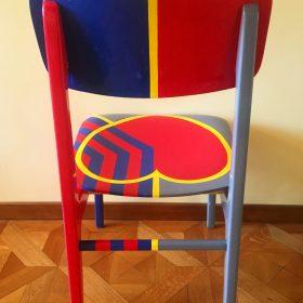 40° 38' 3″ N, 15° 48' 15″ E. Acrilico su sedia di legno. Sedia di arredo e utlizzabile. 2020. (5)