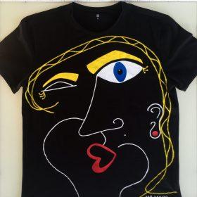 Winky girl. Maglietta dipinta a mano con marker specifici per tessuti. (1)
