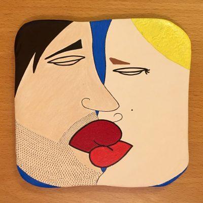 Il bacio. Acrilico su mattonella di terracotta. 20 cm x 20 cm. 2018.