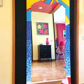 Sapore di mare. Specchio ricavato da un'anta di un vecchio armadio. Acrilico su legno. 180 cm x 80 cm x 5 cm. 2020. (1)