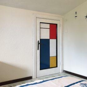 Tributo a Piet Mondrian. Acrilico su porta di legno. 2016.